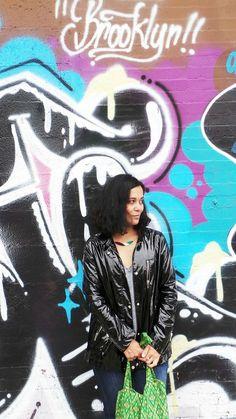La veste VERGLA Sud express porté par la blogueuse mode Nizza Girl. Look Urban Chic, Sud Express, Rock, Brooklyn, Movie Posters, Movies, Color, Art, Jacket