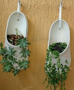 A simple idea to have plants and a small garden ! A simple idea to have plants and a small garden ! Garden Crafts, Garden Projects, Garden Art, Garden Ideas, Easy Garden, Plant Crafts, Pallet Projects, Decoration Plante, Balcony Decoration