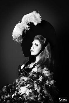 Bettie Blackheart, producer of Helsinki Burlesque photo Qumma