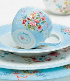 I think I'm going to start collecting random pieces of tea sets and making my own collection...