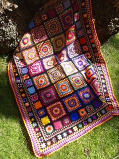Inspiration :: Four Corners Blanket, crocheted by antaraceletna.  10-round large granny squares, 5-round medium squares, & 3-round small squares set off with granny cluster rows & border.   (No specific patterns)   . . . .   ღTrish W ~ http://www.pinterest.com/trishw/  . . . .  #crochet #afghan  #throw