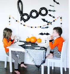 Annual BOO breakfast for my little pumpkins this morning! Such a fun tradition! You can see all our festive tables at Halloween Inspo, Halloween This Year, Halloween Table, Halloween Books, Halloween Birthday, Halloween 2020, Halloween Party Decor, Holidays Halloween, Baby Birthday