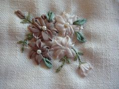 Silk Ribbon Embroidery: Stitches - Detached Chain