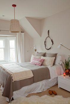 Natural Bedroom - chunky knit lampshade <3