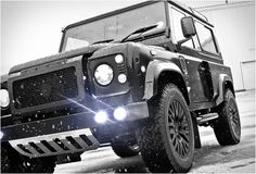 Kahn Design has made an aesthetic kit for Land Rover Defender. After all the hard work, this new Land Rover Defender is even more masculine! Land Rover Defender, Kahn Defender, Defender 110, Cars Land, Suv Cars, Defender For Sale, Kahn Design, Land Rover Models, Offroader