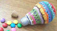 """Projeto-Craft#4 Croche container to store """"Smarties"""" chocolate candies."""