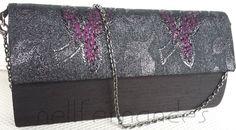 Carteira nellfernandes em shantung de seda preto, aba em tecido metálico. VENDIDA