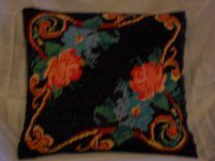 Flower pillow - black