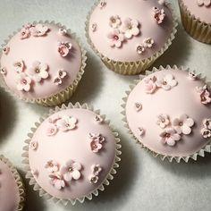 Cute little sweet darlings #cupcakes #pink #prettyinpink #flowers #instacute #dessert #farine #chef #baker #baking #pastries #cake #cakeart #decorated #edibleart #events #celebrations #customorder #bakery #chefsofinstagram #photooftheday