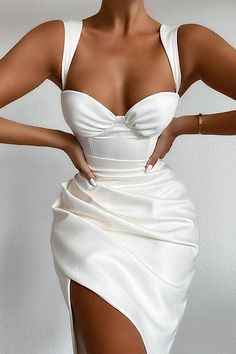 Glamouröse Outfits, Classy Outfits, Elegant Party Dresses, Pretty Dresses, Fancy White Dresses, All White Party Outfits, Unique Dresses, Trend Fashion, Look Fashion
