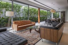 Sunny Side House is beautiful and very thin elegant modern house located in Singapore. It shows how modern architecture today has no limits.