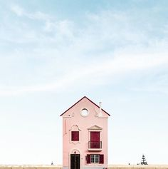 Lonely house in Vilamoura, Portugal. By Sejkko.