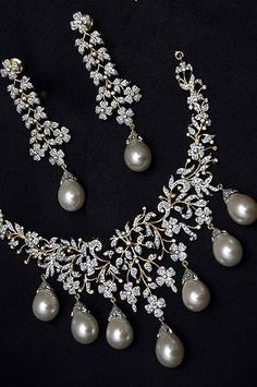 Diamond & Pearl Necklace Set- by Cris Figueired♥ Pearl And Diamond Necklace, Pearl Jewelry, Wedding Jewelry, Jewelery, Diamond Necklaces, Silver Jewelry, Garnet Necklace, Pendant Necklace, Diamond Earrings