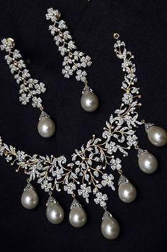Diamond & Pearl Necklace Set #necklacediamonds