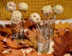 Auch im Herbst lässt es sich gut schlemmen: Zum Beispiel mit diesen auberhaft dekorierten Schoko-Kastanien-Haselnuss-Cake Pops von Avilia!
