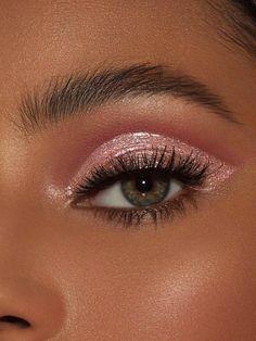 Roses are Red Glitter Eyes - 10 makeup Christmas hair ideas Makeup Trends, Makeup Hacks, Makeup Goals, Makeup Inspo, Makeup Inspiration, Makeup Ideas, Makeup Tutorials, Makeup Kit, Makeup Products