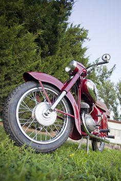 Antique Motorcycles, Bike Poster, Classic Bikes, Royal Enfield, Vintage Bikes, Cool Bikes, Vintage Posters, Motorbikes, Biker
