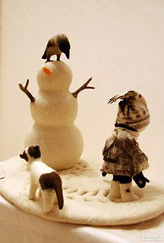 Needle felted snow scene.   I just love this artist...