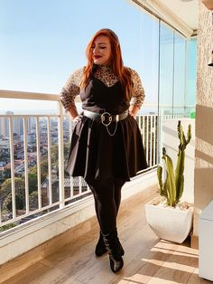 Como usar estampa de oncinha em looks plus size - JUROMANO.COM Plus Size Jeans, Forever 21, Look Retro, Looks Plus Size, Goth, Outfits, Style, Fashion, Faux Leather Pencil Skirt