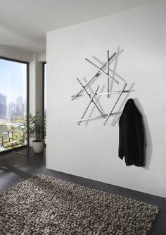 Is dit een kunstobject waar je je jas aan kunt ophangen of is het een kapstok die je ook als kunstobject kunt zien? #wall #design
