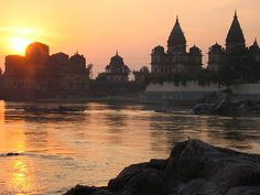 Orchha, a town forgotten by time. Situated on the banks of the beautiful Betwa River, Orchha has more ruins of temples and palaces than any town its size deserves.