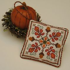 Free Cross Stitch Pattern - Autumn Acorn                              …