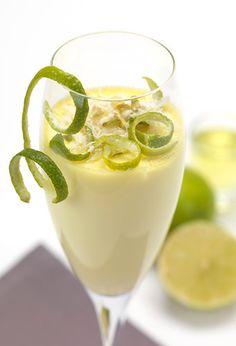Mousse de Limão Light: Uma sobremesa doce rica em proteínas e pobre em gordura que sacia imenso.Ingredientes (4 taças)• 2 col. (chá) de gelatina em pó incolor e sem sabor• 1 gema• 2 col. (sopa) de adoçante culinário• Raspas da casca de ½ limão• 250 g de queijo batido 0% de ...