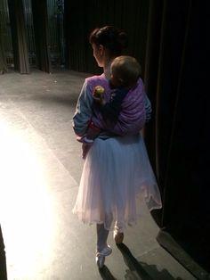 501a3e78be0 Babywearing ballet dancer Chelsea Wybrow  keepcalmandcarrythem. Kinga  Zátonyi · Baby wearing pic