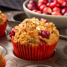 Freshly baked cranberry muffins with oatmeal crumble topping Cranberry Oatmeal Muffins, Sour Cream, Peanut Butter Pretzel, Cranberry Recipes, Crumble Topping, Muffin Recipes, Food And Drink, Yummy Food, Baking