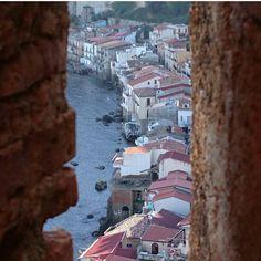 Scorci, guardando Scilla dal Castello Ruffo.  Partial view, looking Scilla by Ruffo Castle.  Ph @mrmalefix82   B&B Chianalea 54 Scilla