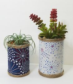 Today I am going to show you how to make patriotic succulent tin can planters for faux succulents. Quick and easy patriotic project for the holiday's. Diy Projects On A Budget, Diy Garden Projects, Diy Craft Projects, Handmade Home Decor, Handmade Decorations, Handmade Crafts, Patriotic Crafts, Patriotic Decorations, Diy Wood Signs