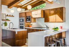 Amazing Modern Mid Century Kitchen Remodel – Decorating Ideas - Home Decor Ideas and Tips Home Decor Kitchen, New Kitchen, Kitchen Interior, Home Kitchens, Kitchen Ideas, Kitchen Inspiration, Apartment Kitchen, Kitchen Layout, Kitchen Wood