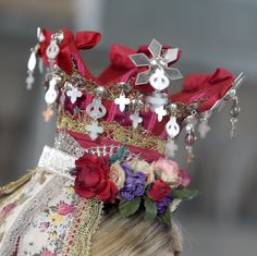 Bridal crown from Røros, Norway anno 1780 Norway In A Nutshell, Folk Costume, Costumes, Bridal Crown, 4th Of July Wreath, Christmas Wreaths, Holiday Decor, Crowns, Inspiration