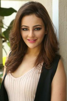 Seerat Kapoor Hot Photos At Touch Chesi Choodu Movie Interview ★ Desipixer ★ Beautiful Bollywood Actress, Most Beautiful Indian Actress, Beautiful Actresses, Indian Actress Images, Indian Actresses, Supergirl, Cute Girl Pic, Actress Pics, Beautiful Girl Image