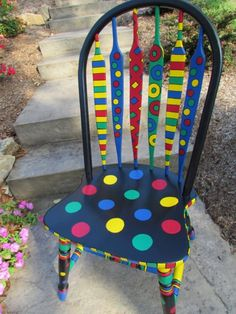 42 Upcycling ideas on how to decorate and paint old chairs - Garten Ideen - Chair Design Painted Wooden Chairs, Whimsical Painted Furniture, Hand Painted Furniture, Funky Furniture, Paint Furniture, Furniture Makeover, Furniture Ideas, Repurposed Furniture, Hallway Furniture