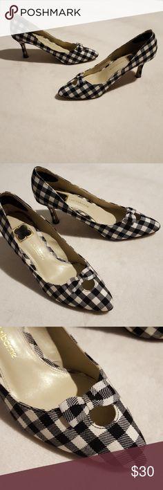 Liz Claiborne Plaid Heels Classic plaid Liz Claiborne heels in great condition. Feature adorable bow detail at the toe. Liz Claiborne Shoes Heels