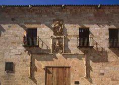 Fachada del Palacio del Cordón, sede del Museo de Zamora. Una de las obras más interesantes de arquitectura civil zamorana de principios del siglo XVI,