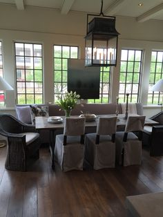 Gracious Houston Home via La Dolce Vita | Kevin Spearman | McAlpine Tankersley | Kitchen
