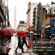 Lluvia , en Av Corrientes, microcentro, Buenos Aires