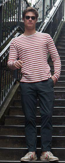 Hugo travaille dans l'immobilier. Il porte une marinière Emile Lafaurie.