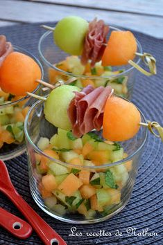 Small fresh idea to serve with the aperitif …. Simple and fast 😉 Ingredients to 6 verrines): 1 melon of Cavaillon 1 … Wrap Recipes, Raw Food Recipes, Cooking Recipes, Healthy Recipes, Tapas, Bbq Appetizers, Tomate Mozzarella, Ceviche, Antipasto
