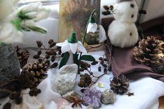 Schneeglöckchenfigur für den Jahreszeitentisch  - geht ganz einfach und kann mit Kindern gebastelt werden!