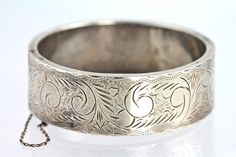 1920s Sterling Silver Emboss Decorated Hinged Bangle Bracelet