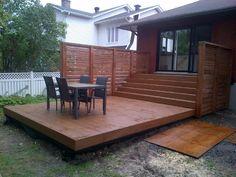 Patio 2 niveaux en bois traité brun et plastique
