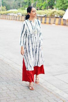 Indian Attire, Indian Ethnic Wear, Indian Dresses, Indian Outfits, Street Style India, Simple Kurta Designs, Shibori, Kurta Style, Indian Designer Wear