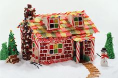 Gingerbread houses offer a tasty treat and festive decor for holiday celebrations. The task of putting together a festive design doesn't have to be messy and stressful. Instead, involve the entire family in this project to add some holiday cheer to your decor. Two chefs offer advice to successfully make this symbol of the holidays part of...