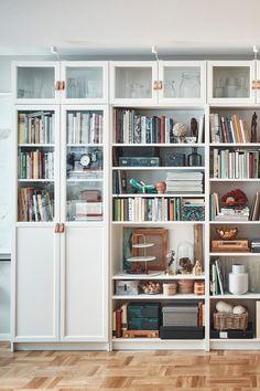 Ikea Inspiration, Billy Regal Ikea, Ikea Billy Bookcase, Interior Decorating, Interior Design, Condo Living, Home Hacks, Home Office, Diy Home Decor