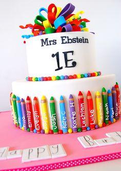 tarta escolar con lapices de colores