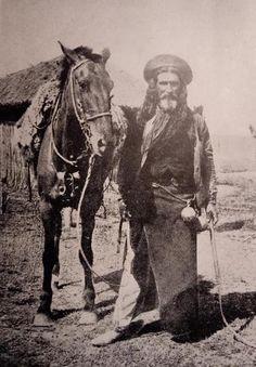 Gaucho Tribal Warrior, Cowboy Girl, Rio Grande Do Sul, Darwin, Old Photos, South America, Peace And Love, Cowboys, Equestrian