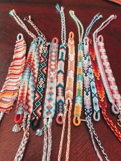Diy Bracelets With String, Yarn Bracelets, Diy Bracelets Easy, Friend Bracelets, Summer Bracelets, Bracelet Crafts, Cute Bracelets, Handmade Bracelets, Diy Friendship Bracelets Tutorial